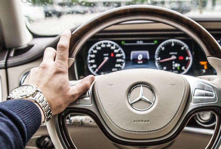 hand-car-wheel-automobile-interior-driving-718703-pxhere.com (1)